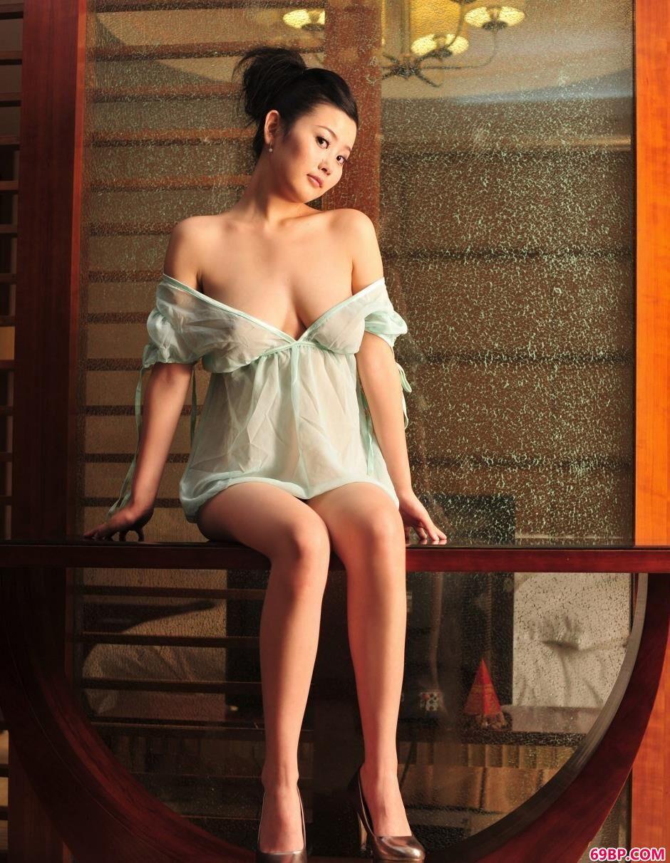 室内超级丰腴超模丫头人体写真