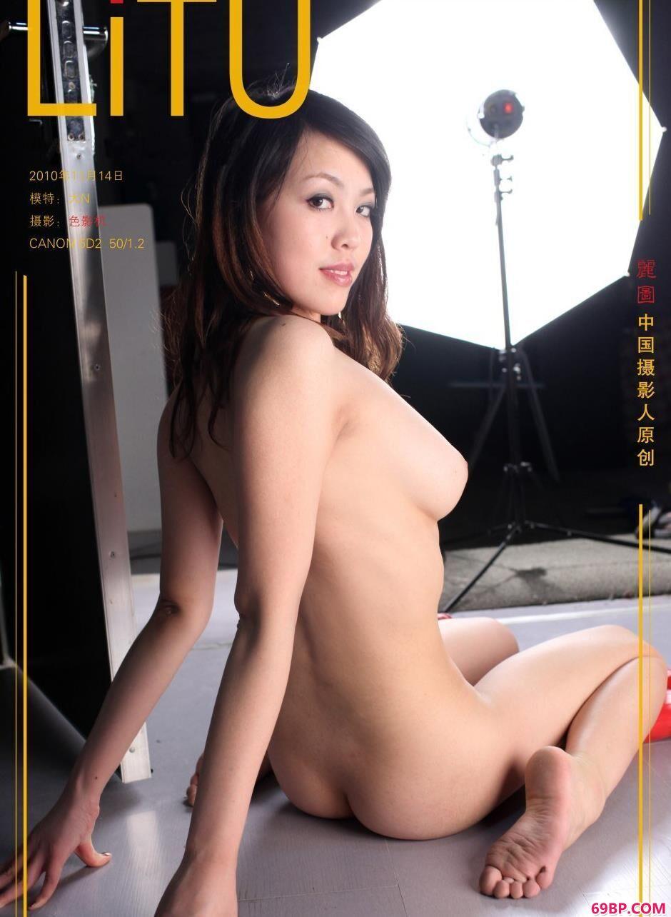 裸模大N图片棚里的娇嫩人体_areXXXXX