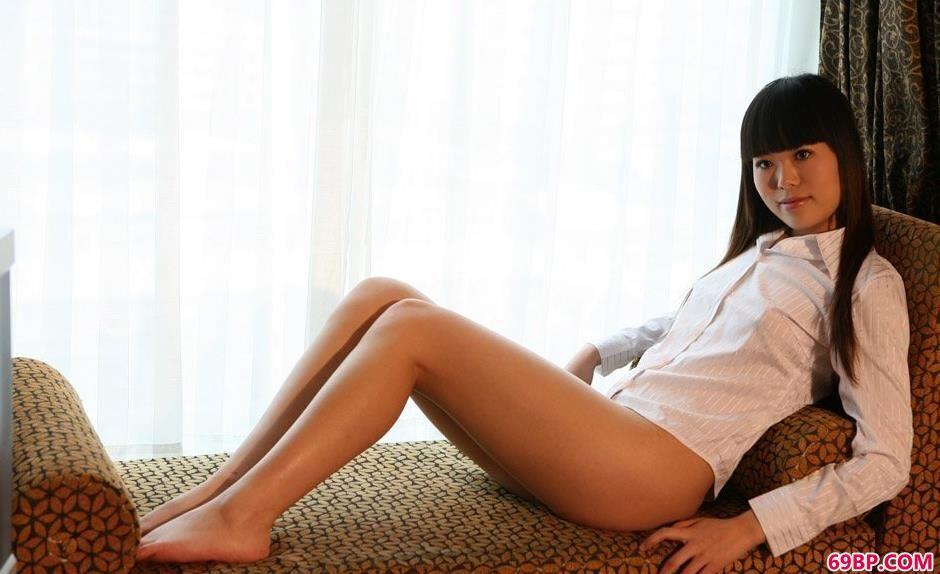 靓女紫菲宾馆躺椅上的抚媚人体_午印度大肥女