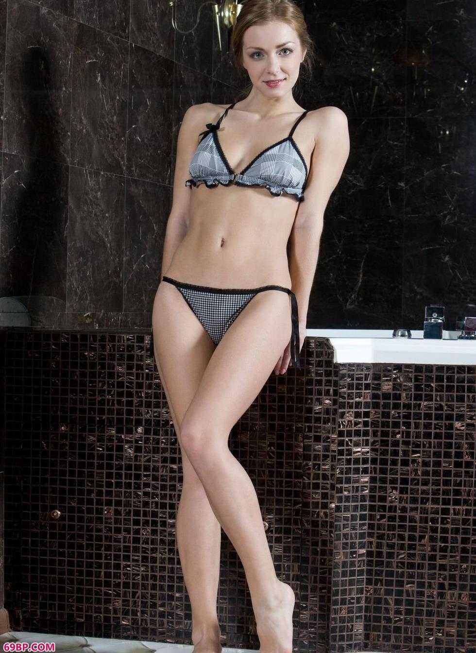 嫩模Sharon浴缸里的魅惑人体_极品人体西西44f大尺度