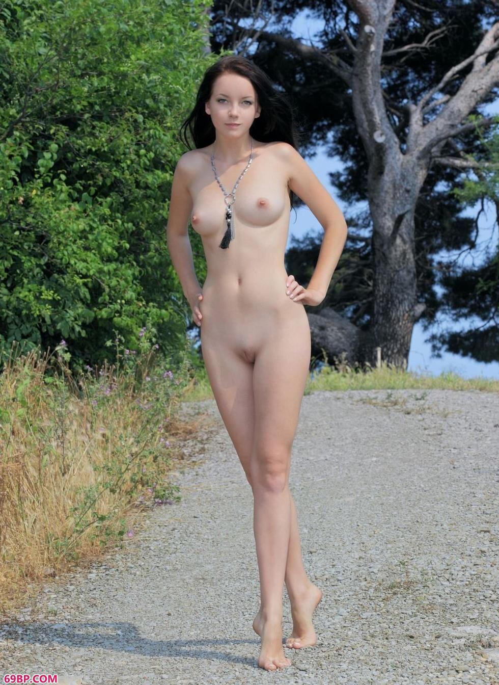 美模Diana森林里的丰腴人体