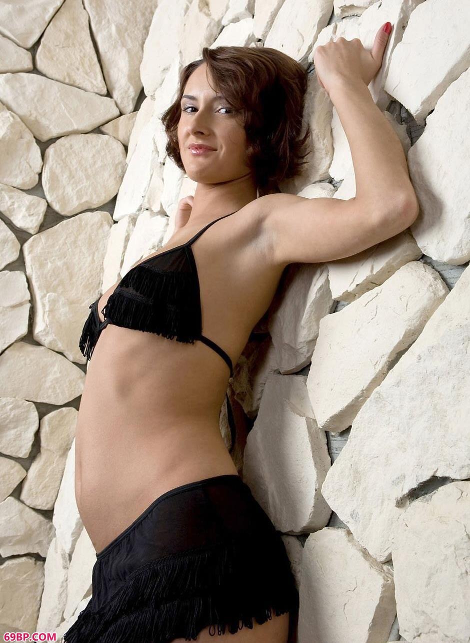 美模利昂娜石头墙前的诱惑美体
