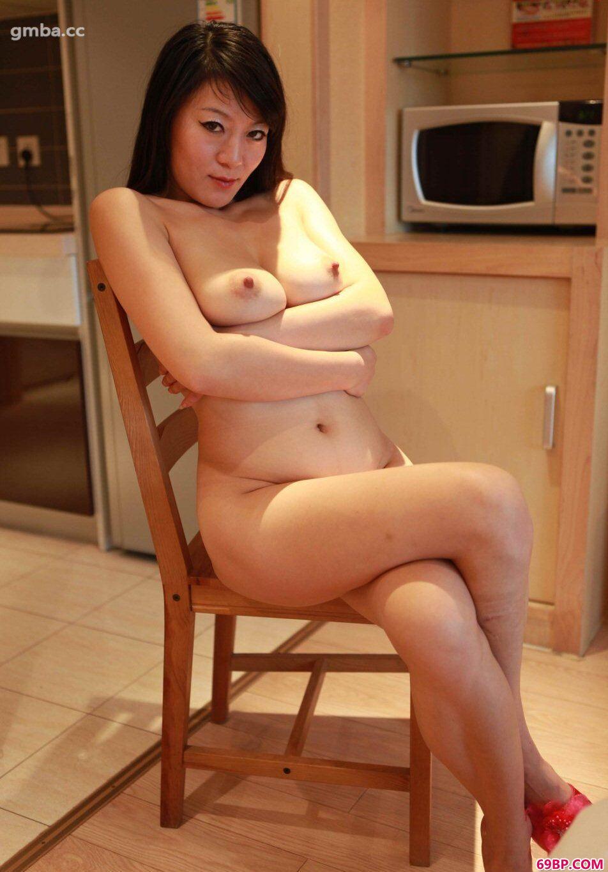 中年人体名模冰蓝开房私房人体_和50岁的女邻居做了一夜