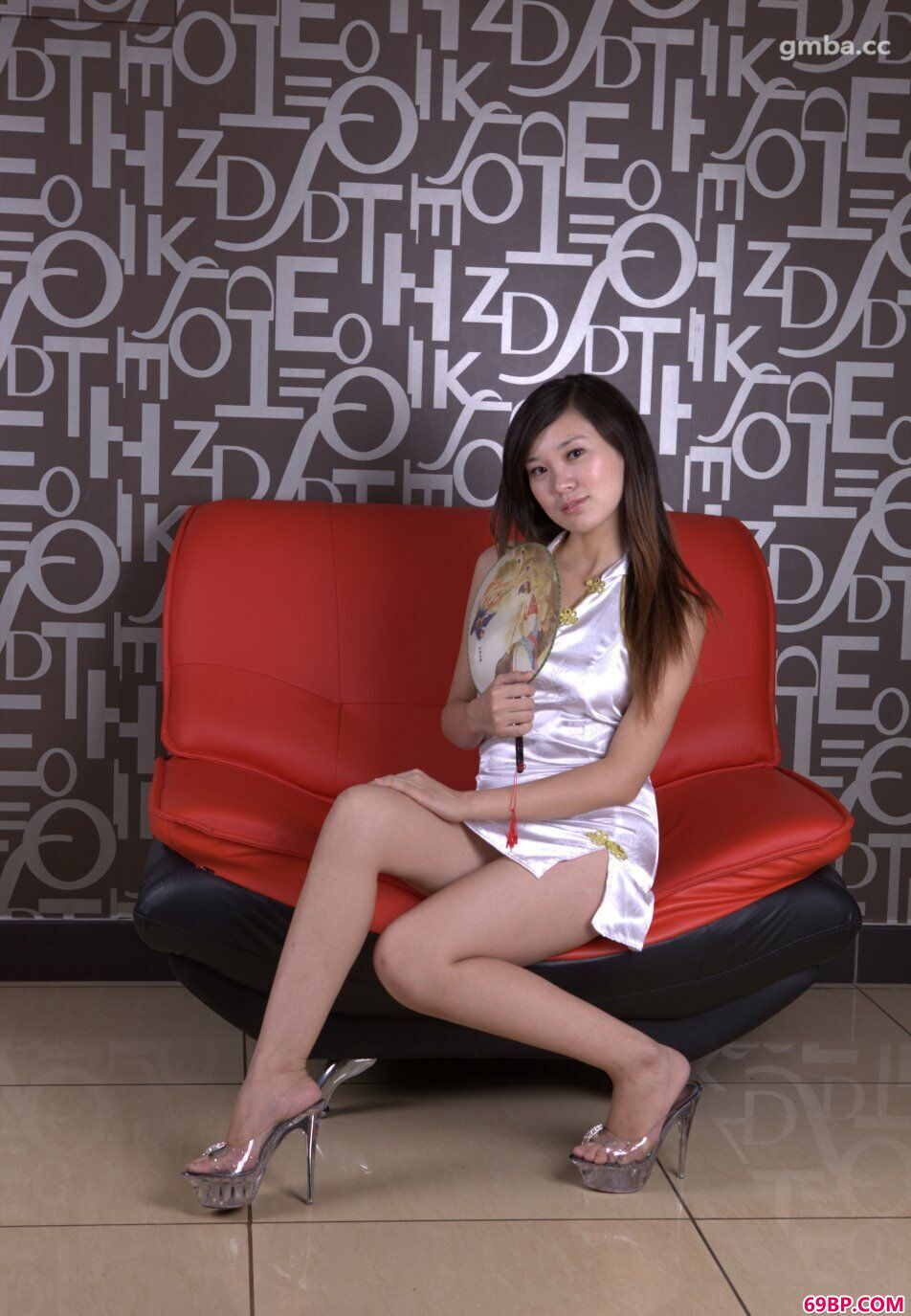 唐朝旗袍靓妹国模烨雪大尺度私房人体照片