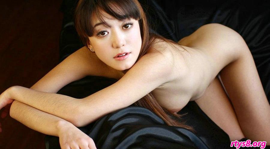 绝品国模高行美坐在黑皮沙发上拍摄人体_玩弄老熟女酒店